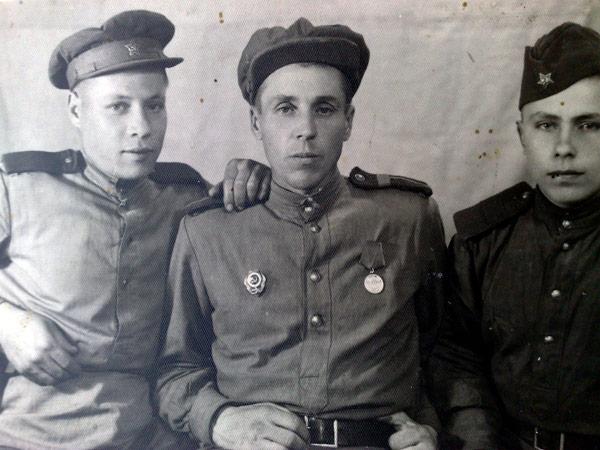 стихи пожелтевшие военные фотографии россии других