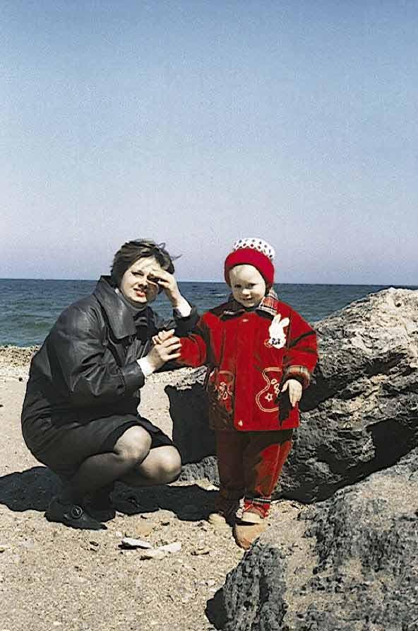 Море, мама и девочка